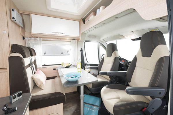 Matkailuauto R640 - istumapaikat 4:lle